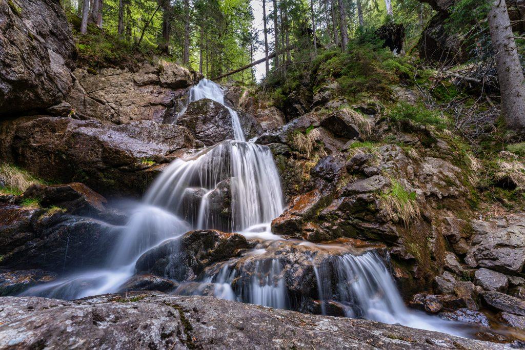Rißlochwasserfälle in Bayern, herbstliche Stimmung beim Wohnmobilurlaub